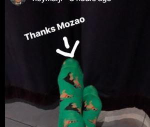 Neymar Jr. ganha par de meias de Bruna Marquezine!