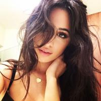 Camila Cabello, ex-Fifth Harmony, completa 20 aninhos e os fãs bombam hashtag no Twitter! Confira