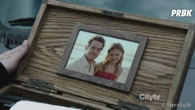 """Emily (Emily VanCamp) achou que seu pai foi morto quando ela era pequena em """"Revenge"""""""