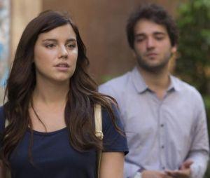 """Em """"A Lei do Amor"""": Marina (Alice Wegmann) decide se vingar de Tiago (Humberto Carrão) após ser ignorada!"""