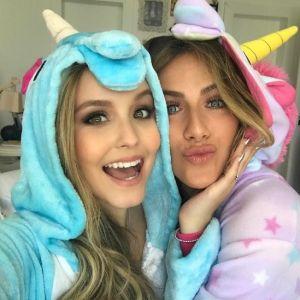 """Larissa Manoela grava para o canal do Youtube de Giovanna Ewbank: """"Muitos babados e bafões"""""""