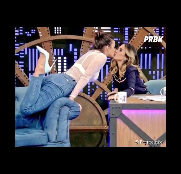 """Tatá Werneck beija Bruna Marquezine durante gravação do """"Lady Night"""""""