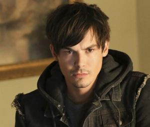 "De ""Pretty Little Liars"", Caleb (Tyler Blackburn) é livre como um bom sagitariano!"