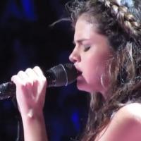 """Selena Gomez chora com música """"Love Will Remember""""; feita para Justin Bieber"""