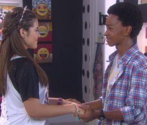 """Zeca (Jean Paulo Campos) pede Juju (Maisa Silva) em namoro, em """"Carinha de Anjo"""", novela do SBT"""