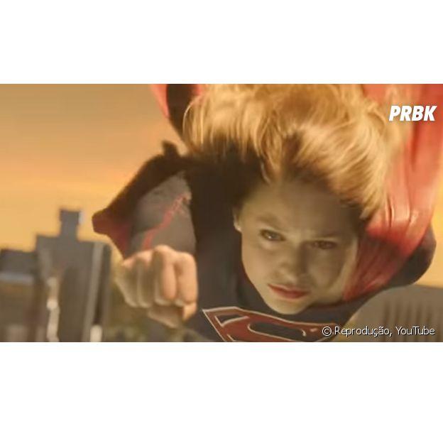"""Em """"Supergirl"""": Kara (Melissa Benoist) e Superman (Tyler Hoechlin) lutam!"""