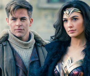 """A química entre Diana Prince (Gal Gadot) e Steve Trevor (Chris Pine) em """"Mulher-Maravilha"""" funciona muito bem e agrada"""