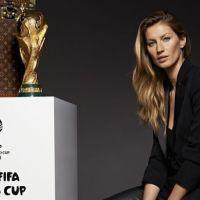 Gisele Bündchen posa ao lado da taça da Copa do Mundo