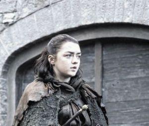"""De """"Game of Thrones"""": na 7ª temporada, Arya Stark (Maisie Williams) aparece impecável nos bastidores"""