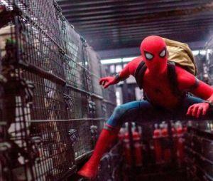 """Tom Holland faz revelação bombástica sobre o uniforme em """"Homem-Aranha: De Volta Ao Lar""""!"""