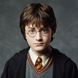 """Saga """"Harry Potter"""" ganhará mais dois livros em comemoração aos 20 anos da franquia!"""