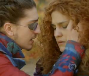 """Em """"Meu Pedacinho de Chão"""", Ferdinando (Johnny Massaro) vai ser sincero e se declara para Gina (Paula Barbosa)"""