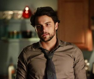 "Jack Falahee faz o Connor Walsh em ""How To Get Away With Murder"""