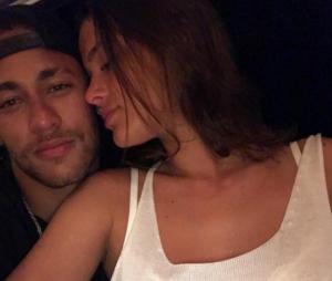 Bruna Marquezine e Neymar Jr. não ficaram noivos, segundo atriz