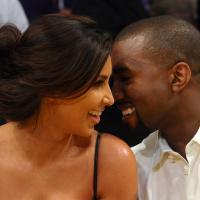 Kanye West pede Kim Kardashian em casamento. Relembre essa história de amor
