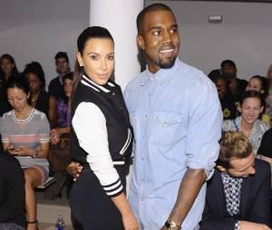 """A história de amor deles virou até música! Kanye West conta na canção """"Way Too Cold (Theraflu)"""", nome de um remédio contra gripe, como se apaixonou por Kim Kardashian"""
