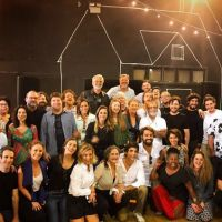"""Novela """"Deus Salve o Rei"""": Bruna Marquezine e Marina Ruy Barbosa se reúnem com o elenco pela 1ª vez!"""