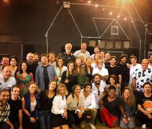 """De """"Deus Salve o Rei"""": Bruna Marquezine e Marina Ruy Barbosa se reúnem com o elenco"""