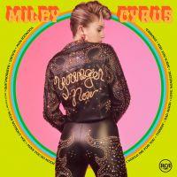 "Miley Cyrus posa com 1ª cópia física de ""Younger Now"" e deixa fãs ainda mais ansiosos!"