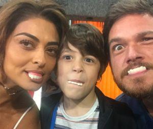 """Em """"A Força do Querer"""", Juliana Paes mostra foto dos bastidores de sua família na ficção"""