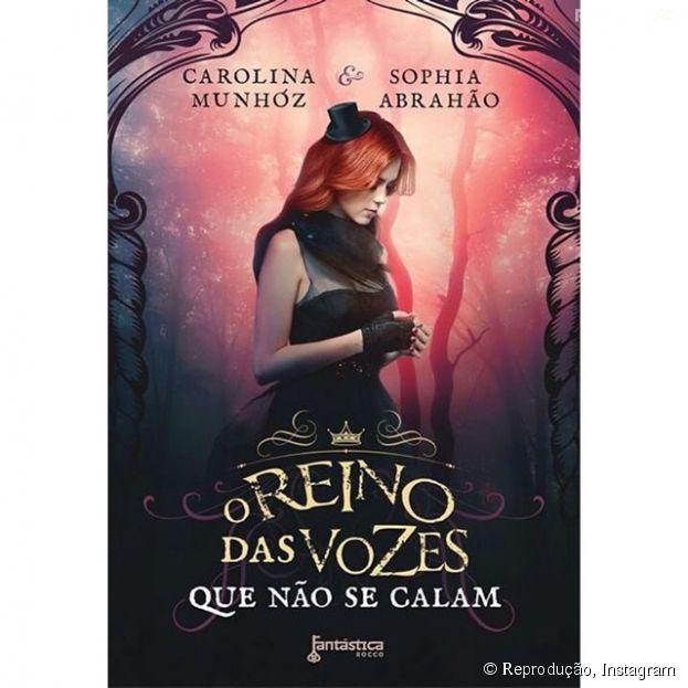 """Sophia Abrahão revela capa de seu primiero livro em colaboração com Carolina Munhóz: """"O Reino das Vozes que Não se Calam"""""""