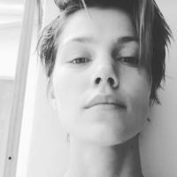 """Pâmela Tomé, ex-""""Malhação"""", corta o cabelo curtinho para nova personagem!"""