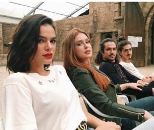 """De """"Deus Salve o Rei"""", Bruna Marquezine, Marina Ruy Barbosa, Rômulo Estrela e Johnny Massaro se divertem nos bastidores da novela"""