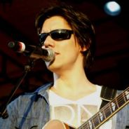 "Na abertura de ""Império"", Dan Torres canta sucesso dos Beatles"