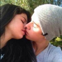 Selena Gomez e Justin Bieber são flagrados aos beijos e confirmam rumores sobre volta!