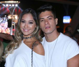 """Arthur Aguiar e Mayra Cardi vão casar antes de maio de 2018: """"Não conseguimos esperar"""""""