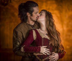 """Em """"Deus Salve o Rei"""":Amália (Marina Ruy Barbosa) e Afonso (Romulo Estrela) viverão um grande romance!"""