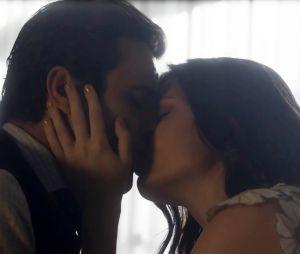 """Novela """"Tempo de Amar"""": Vicente (Bruno Ferrari) se declara para Maria Vitória (Vitória Strada)"""