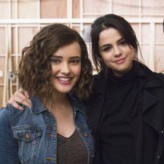 """Selena Gomez parabeniza Katherine Langford, de """"13 Reasons Why"""", por nomeação no Globo de Ouro"""