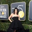 A acne de Kendall Jenner não impediu a modelo de aparecer no tapete vermelho do Globo de Ouro 2018