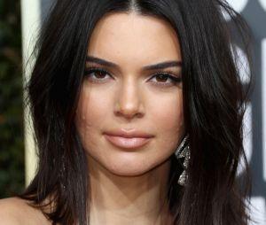 Kendall Jenner foi alvo de chacota na internet após surgir com acne no tapete vermelho do Globo de Ouro 2018
