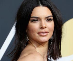 Kendall Jenner apareceu com acne no tapete vermelho do Globo de Ouro 2018 e virou assunto