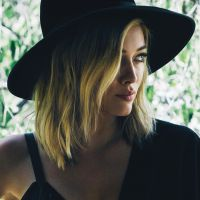 "Depois de ""Chasing The Sun"", Hilary Duff lança ""All About You"""