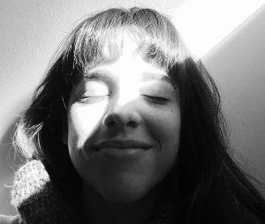 """Manoela Aliperti, de """"Malhação"""", tirou uma em preto e branco bem simples, porém linda"""
