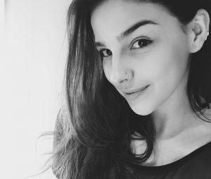 """Gabriela Medvedovski, de """"Malhação"""", tirou uma foto de quando tinha cabelos longos"""