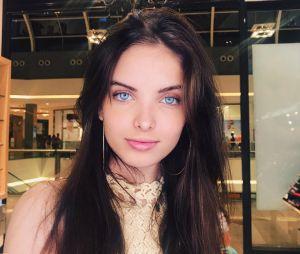Giovanna Chaves mostrou seus belos olhos azuis e tirou uma selfie