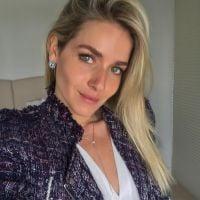 """Novela """"Deus Salve o Rei"""": Monique Alfradique aparece irreconhecível para viver nova personagem"""
