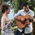"""Giovanna Chaves e Pedro Thomé dividem a cena no clipe de """"Estrela Cadente"""""""
