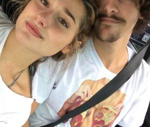 """Bruno Montaleone diz que Sasha Meneghel evitará ver cenas ousadas do namorado em """"O Outro Lado do Paraíso"""""""