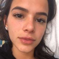 Bruna Marquezine posta foto sem maquiagem e convida seguidoras a fazer o mesmo!
