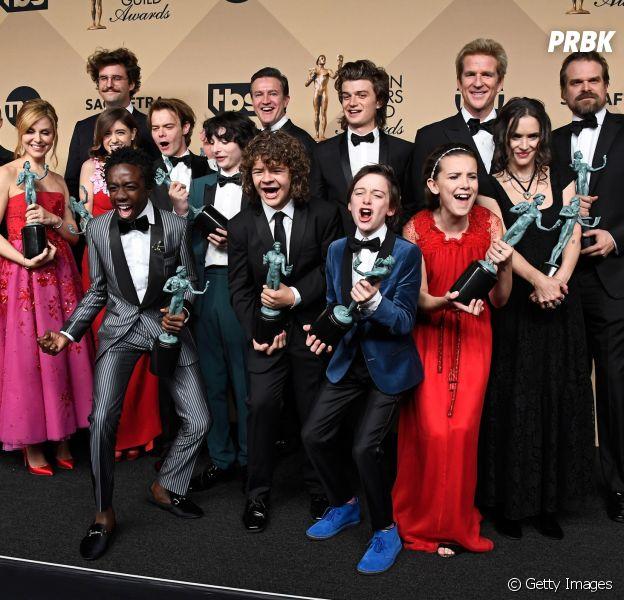 """Na 3ª temporada de """"Stranger Things"""", Eleven(Millie Bobby Brown) eMike(Finn Wolfhard) eLucas(Caleb McLaughlin) eMax(Sadie Sink) começarão firmes e fortes como casais"""