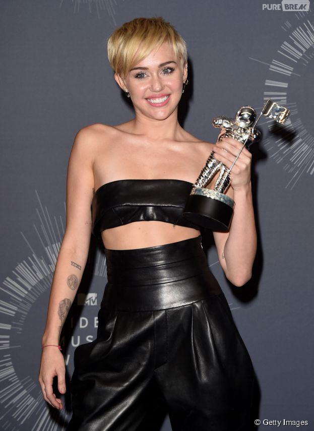 """Miley Cyrus ganhou prêmio de """"Vídeo do Ano"""" no VMA 2014"""