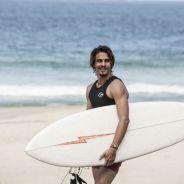"""Brenno Leone, da novela """"Boogie Oogie"""", fala sobre surfe e esportes radicais"""