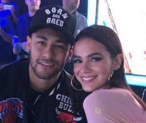 """Bruna Marquezine comenta foto nova do namorado, Neymar: """"Que gatinho"""""""