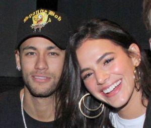 Bruna Marquezine e Neymar Jr. estão fazendo vários programas juntos, aproveitando a recuperação do jogador no Brasil