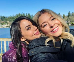 "De ""Pretty Little Liars: The Perfectionists"": Janel Parrish e Sasha Pieterse aparecem juntas em foto nos bastidores da nova série"